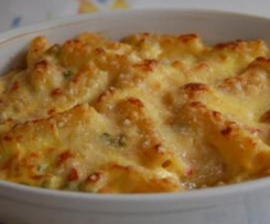 Pasticcio di pasta, verdure e besciamella ai formaggi