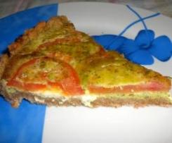 Torta salata con pesto, stracchino e pomodori