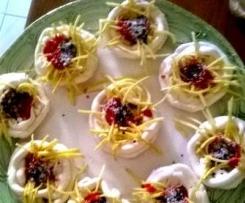 ciotole di meringhe e fettuccine di cfèpes con ragù di fragole