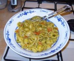 Orecchiette aglio, olio, pomodorino e pesto