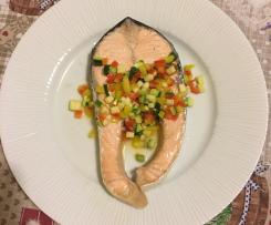 Salmone al vapore con concassè di verdurine marinate