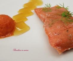 Salmone sottovuoto con sorbetto e gelatina ai peperoni