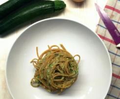 Pasta integrale con pesto di zucchine e pistacchi (ricetta di Marco Bianchi rivisitata)