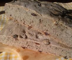 pane al patè d'olive e uvetta