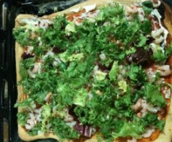 pizza gamberetti freschi e insalata ricciolina