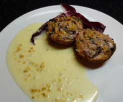 Sformatini di ricotta e radicchio in mantello di nocciole su fonduta di gorgonzola