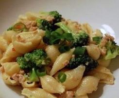 Lumaconi (pasta grossa) broccoletti e patate.