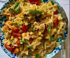 Farfalle zucchine, pomodorini e pesto