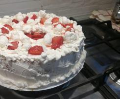 Chiffon cake alla panna e fragole