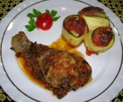 Cosce di pollo e involtini di zucchine