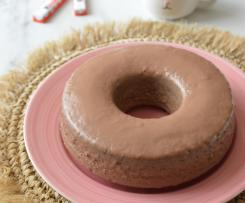 Ciambella al cacao cotta a vapore con copertura di cioccolato kinder