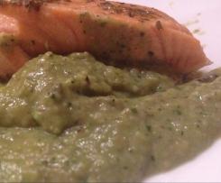 Tranci di salmone alla menta con crema di zucchine e funghi