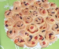 Torta di rose con olive e pomodorini
