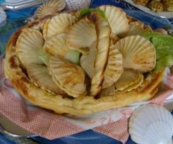 Cesto di pasta di pane e Conchiglie pasta Brisè con ripieno zucchine e Gamberetti