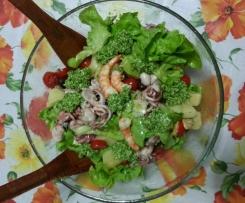 Insalata di mare con pesto di basilico