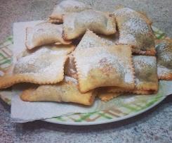 Ravioli fritti con ceci e nutella(dolci tipici del sud)
