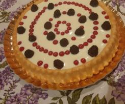 Crostata morbida con crema chantilly e frutti di bosco