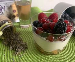 Tiramisu' con frutti di bosco al profumo di lavanda