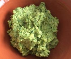 Pesto di avocado, basilico e pistacchi