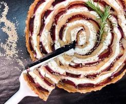 Torta salata con crema di caprino e prugne
