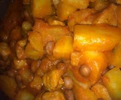 Salsicce di pollo con patate e fagioli al sugo