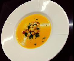 Crema di carote, patate e funghi con merluzzo e contorno di fagiolini