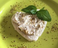 Formaggio fresco aromatizzato con basilico e pistacchio