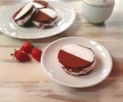Finti YoYo al cacao con mousse di yogurt e fragole fresche a modo mio ( contest merende)