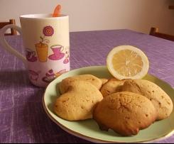 Biscotti morbidi e profumati al limone e aroma di fiori d'arancio