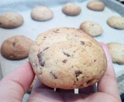 Cookies noci, nocciole e gocce di cioccolato