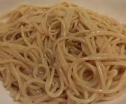 Bigoli in Salsa (Spaghetti Risottati alle Alici e Cipolle)