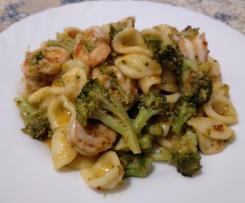 Orecchiette piccanti con broccoletti e code di mazzancolle