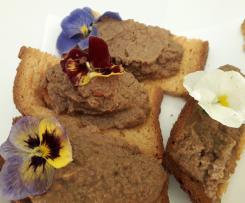 Bruschette con quenelle di fegatini e violette - contest stuzzichini