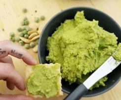 Crema di piselli e mandorle (vegan)