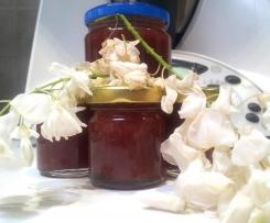 Marmellata di Maggio con Fragole e Fiori di Acacia
