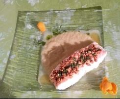 Salmone al vapore in crosta di mandorle e salsa di finocchi