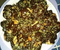 Profitterol al pistacchio con glassa al cioccolato fondente