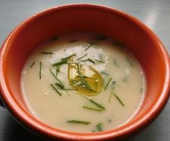 Zuppa di Aglio e Patate con Erba Cipollina