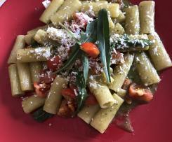 Pasta risottata Con pomodorini, pesto di rucola e ricotta marzotica