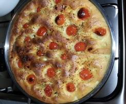 Focaccia con pomodorini sofficissima e buonissima