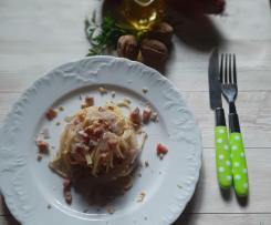 Spaghetti con cipolle rosse  pancetta affumicata e granelle di noci a modo mio