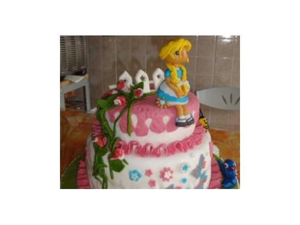 Torta compleanno con pasta di zucchero a due piani un for Piani ed elevazione di due piani