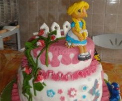 Torta compleanno con pasta di zucchero a due piani