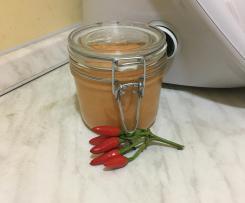 Salsa al peperoncino e mandorle