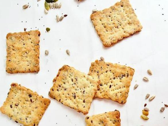 Crackers ai semi e pasta di vino senza lievito