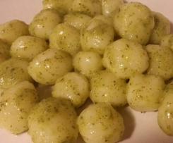 Gnocchi di ricotta con pesto di zucchine