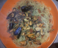 Spaghetti o linguine con cozze