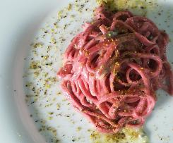 Chitarra alla rapa rossa su crema di gorgonzola e pistacchio - contest ristorante-