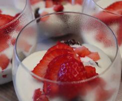 Bicchierini di Riso Soffiato con Cioccolato & Fragole
