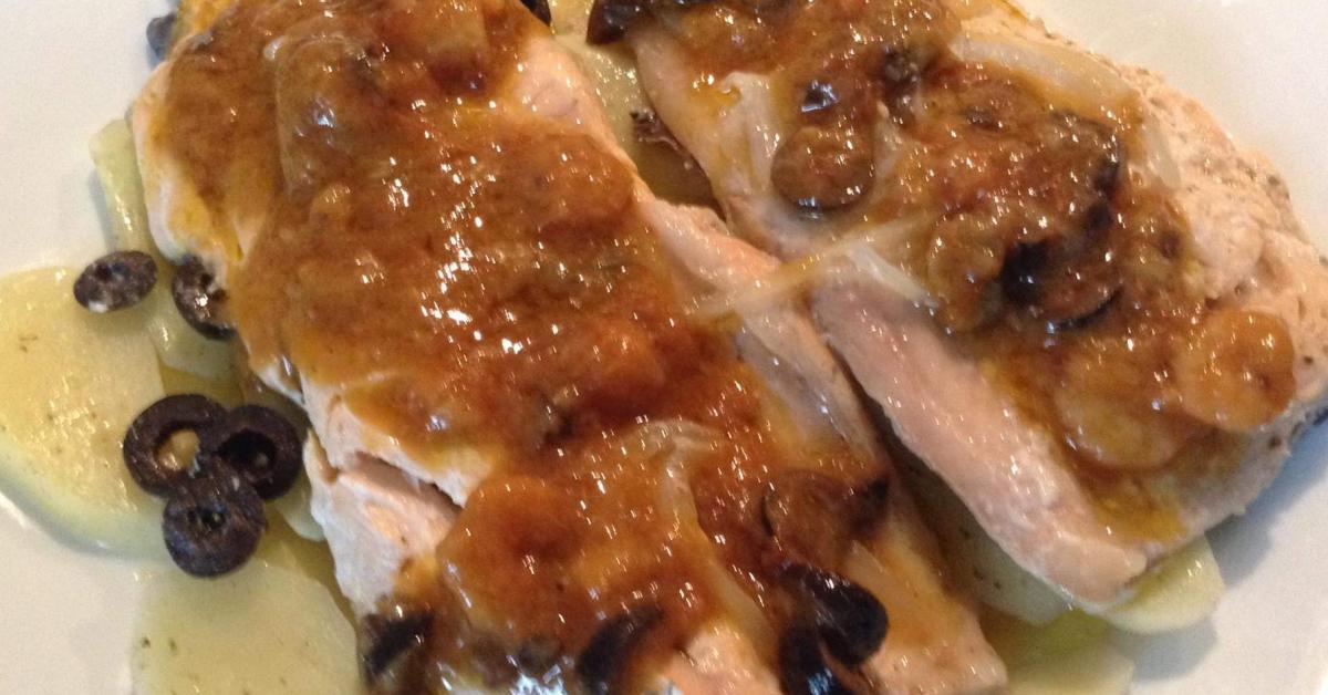 Filetti di trota salmonata alla marinara su letto di - Pesce su letto di patate ...